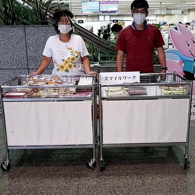 販売(手芸品、野菜など)