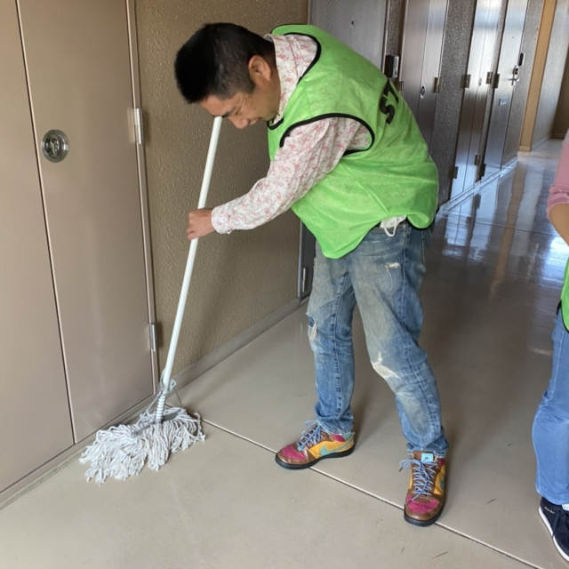 清掃業務(公営施設・マンションなど多数)
